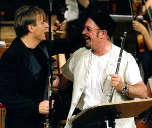 """Andrea Griminelli e Ian Anderson nella foto della locandina del concerto del """"Christmas Jethro Tull charity tour"""""""