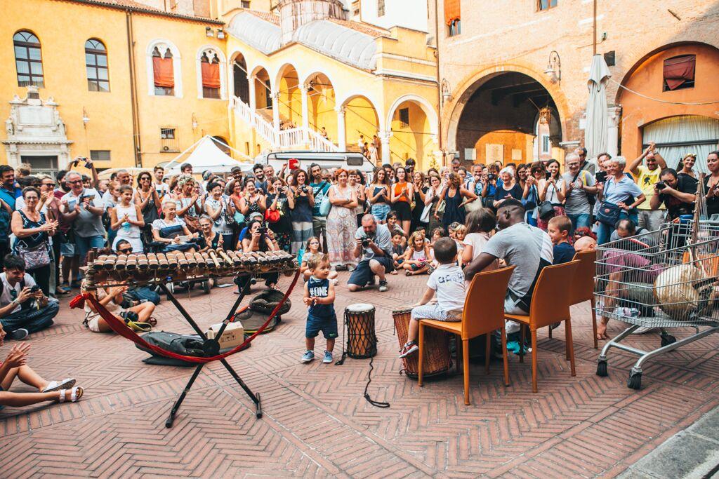Ufficio Turismo A Ferrara : I trentanni di vita del ferrara buskers festival finestra sulla